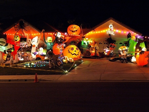 spooky - Decorated Houses For Halloween